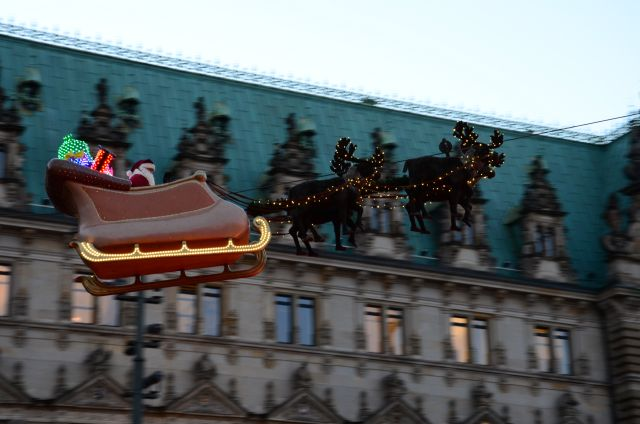fliegender santa in hamburg